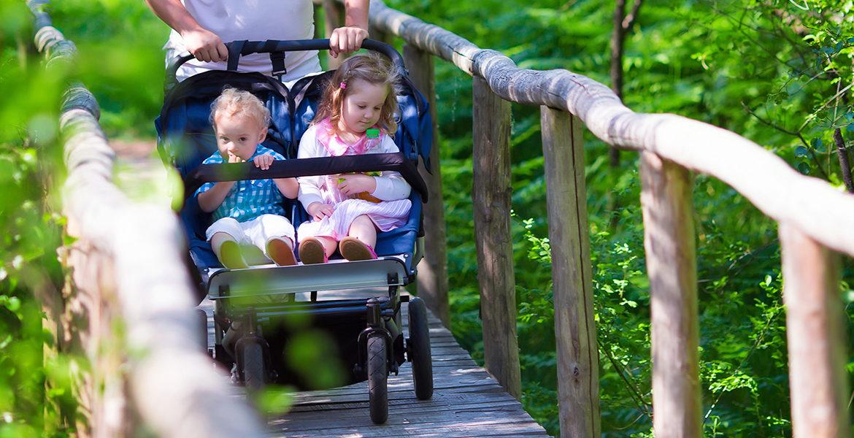 Comment choisir une poussette double pour des enfants d'âges rapprochés ?