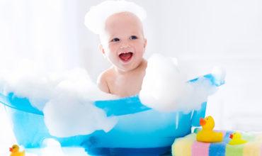 Comment donner le bain à bébé