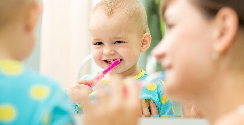 Brossage des dents de bébé